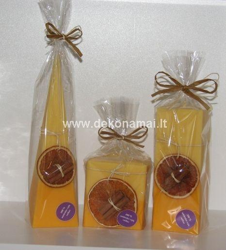 Auk&scaron;tis 15cm., plotis 6x6cm.<p>Sudėtis: 100% sojų va&scaron;kas. Dekoracijos: Apelsinas, cinamonas.</p><p>Kvapas: Apelsinas, cinamonas</p>